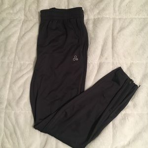 Men's Tek Gear sweatpants.